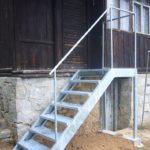 schody-se-zabradlim